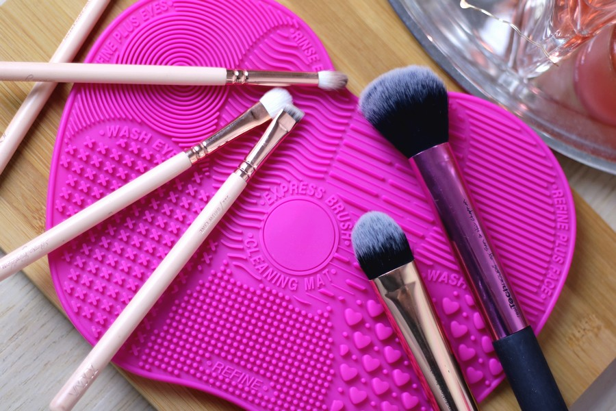 Quick Tip: Brush Cleansing Mat From Ebay!