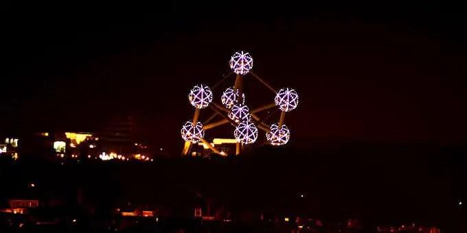 Atomium in Brüssel bei Nacht - Flandern Rundfahrt