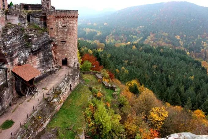 Sehenswuerdigkeiten-suedwestpfalz-dahner-felsenland-rheinland-pfalz-reisetipps-deutschland-altdahn-muehlrad