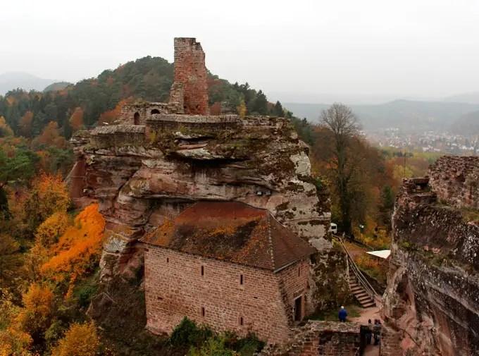 Sehenswuerdigkeiten-suedwestpfalz-dahner-felsenland-rheinland-pfalz-reisetipps-deutschland-burg-grafendahn