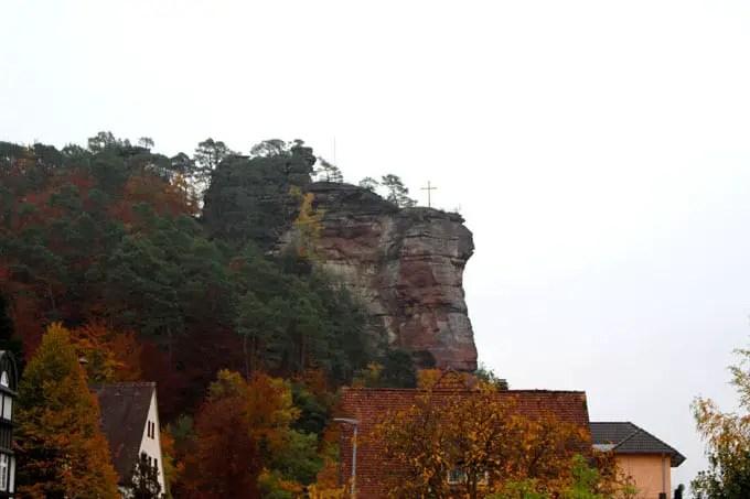 Sehenswuerdigkeiten-suedwestpfalz-dahner-felsenland-rheinland-pfalz-reisetipps-deutschland-jungfernsprung-dahn