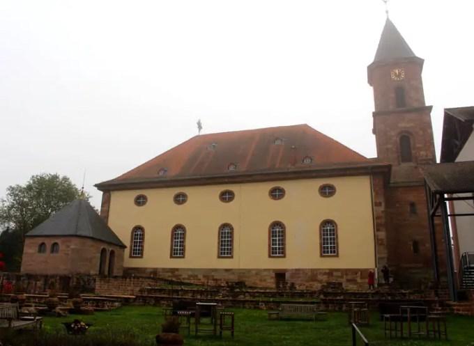 Sehenswuerdigkeiten-suedwestpfalz-dahner-felsenland-rheinland-pfalz-reisetipps-deutschland-pfarrkirche-hornbach