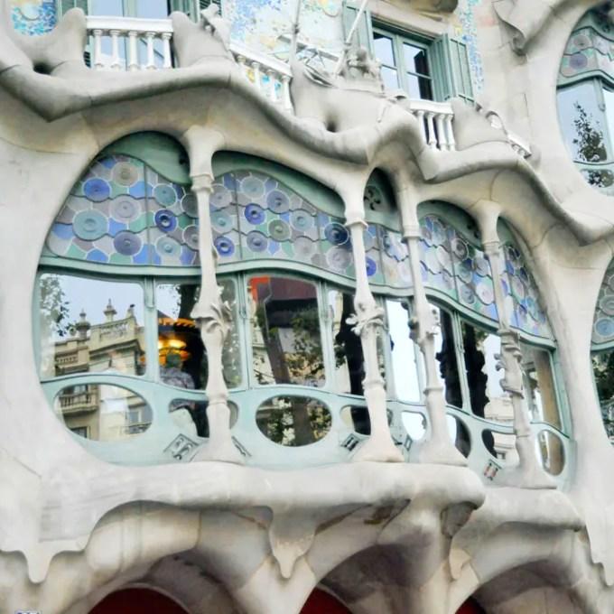 sehenswuerdigkeiten-barcelona-katalonien-reisetipps-spanien-Casa-Batllo-fassade