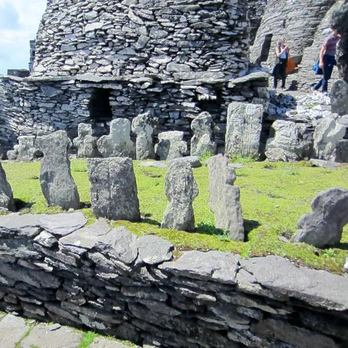 sehenswuerdigkeiten-portmagee-Iveragh-Halbinsel-county-kerry-reisetipps-irland-skellig-michael-star-wars-friedhof
