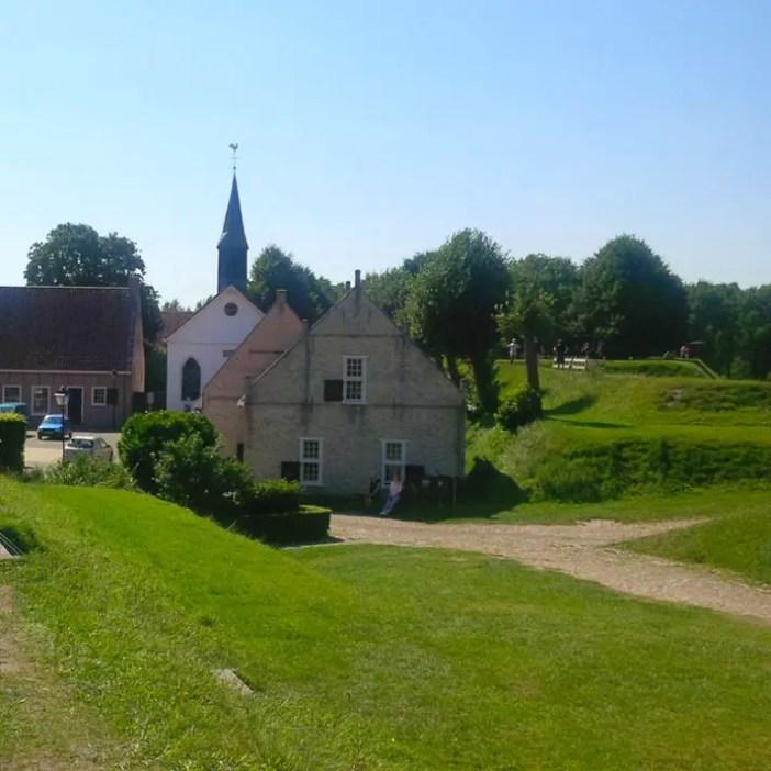 sehenswuerdigkeiten-groningen-reisetipps-niederlande-holland-bourtange-blick-pferdemuehle-rosmolen