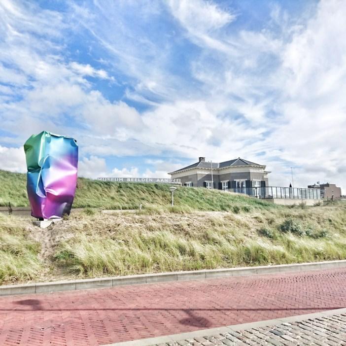 sehenswuerdigkeiten-den-haag-suedholland-reisetipps-niederlande-seebad-scheveningen-museum-beelden-aan-zee