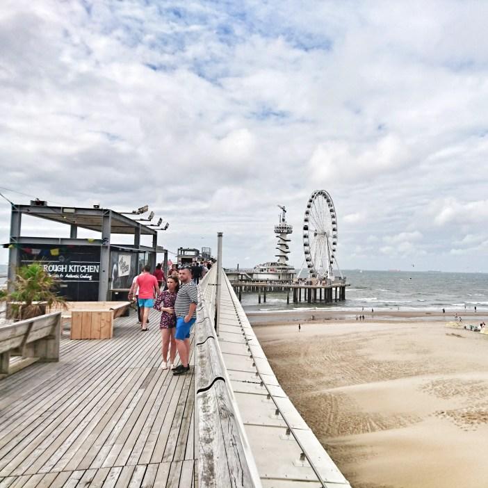 sehenswuerdigkeiten-den-haag-suedholland-reisetipps-niederlande-seebad-scheveningen-pier-riesenrad-weg