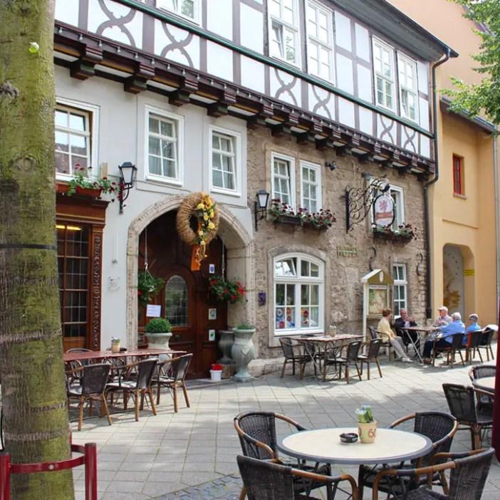 hotel-brauhaus-zum-loewen-muehlhausen-hoteltipp-deutschland-thueringen-terrasse-platz