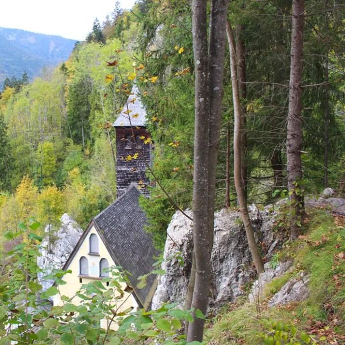 sehenswuerdigkeiten-kaiserwinkl-reisetipps-tirol-reisetipps-oesterreich-wallfahrtskirche-klobenstein-strasse