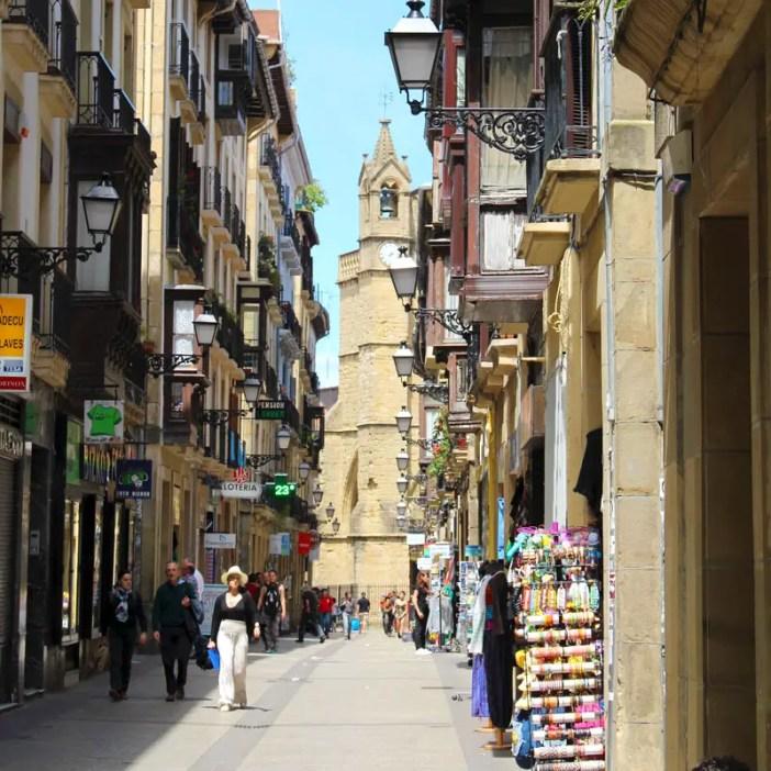 sehenswuerdigkeiten-san-sebastian-baskenland-reisetipps-spanien-altstadt-strassen