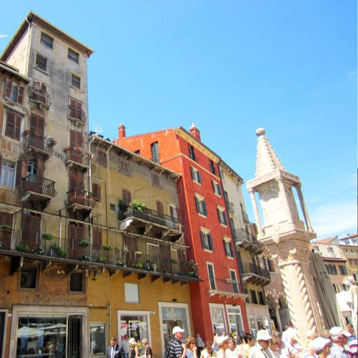 reisetipps-venetien-reisetipps-italien-rundreise-venetien-sehenswuerdigkeiten-verona-Piazza-delle-Erbe