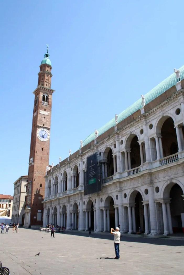 reisetipps-venetien-reisetipps-italien-rundreise-venetien-sehenswuerdigkeiten-vicenza-basilica-palladiana