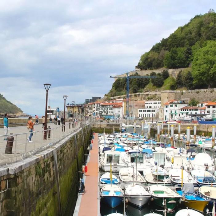 sehenswuerdigkeiten-san-sebastian-reisetipps-baskenland-reisetipps-spanien-Hafen-boote-urgull