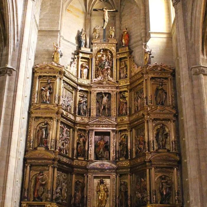 sehenswuerdigkeiten-san-sebastian-reisetipps-baskenland-reisetipps-spanien-iglesia-San-Vicente-innen-altar