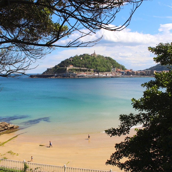 sehenswuerdigkeiten-san-sebastian-reisetipps-baskenland-reisetipps-spanien-monte-urgull-strand-bucht