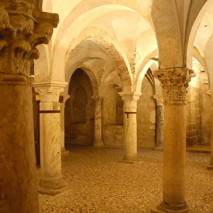 reisetipps-lombardei-reisetipps-italien-rundreise-lombardei-sehenswuerdigkeiten-brescia-Concattedrale-Invernale-Santa-Maria-Assunta-krypta