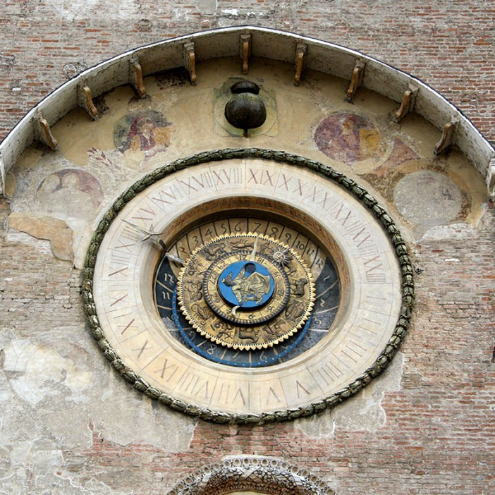 reisetipps-lombardei-reisetipps-italien-rundreise-lombardei-sehenswuerdigkeiten-mantua-Torre-Dell-Orologio-astronomische-uhr