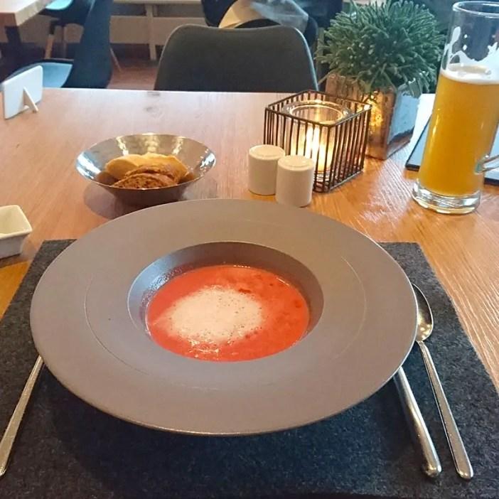 haubers-alpenresort-oberstaufen-allgaeu-bayern-hoteltipp-deutschland-abendessen-suppe