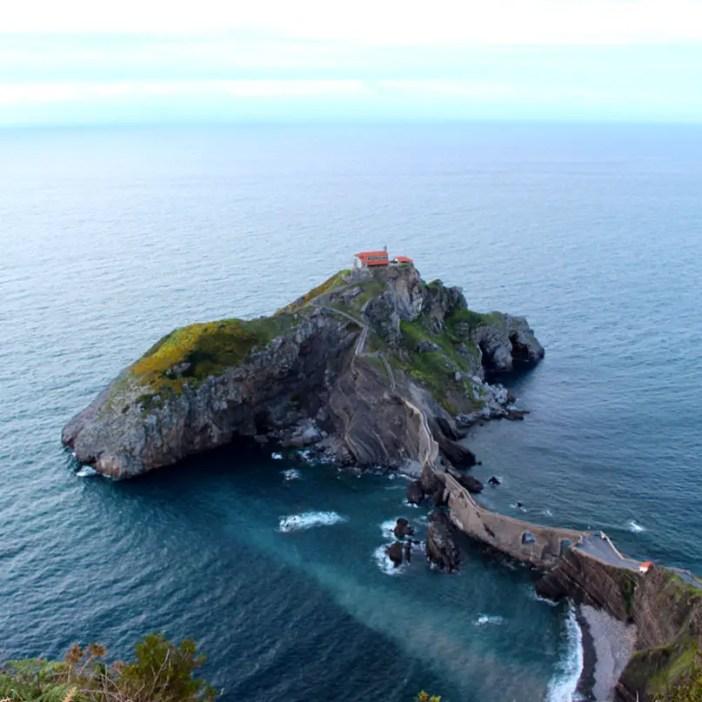 sehenswuerdigkeiten-Biskaya-costa-vasca-reisetipps-baskenland-reisetipps-spanien-Gaztelugatxe-oben