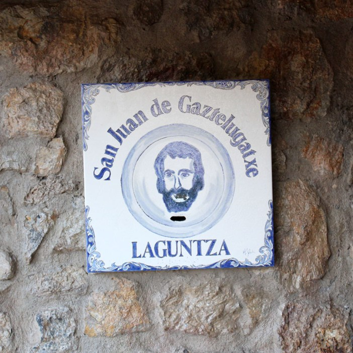 sehenswuerdigkeiten-Biskaya-costa-vasca-reisetipps-baskenland-reisetipps-spanien-Gaztelugatxe-schild