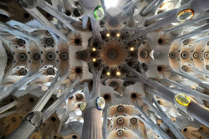 sehenswuerdigkeiten-spanien-nicolos-reiseblog-sagrada-familia-innen