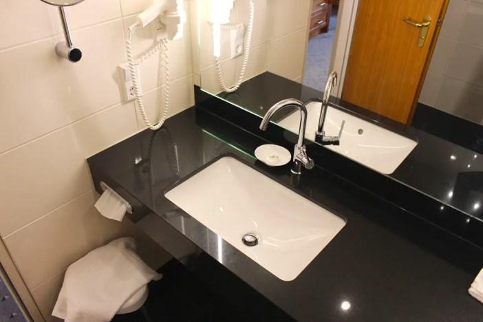 maritim-hotel-ulm-hoteltipp-deutschland-baden-wuerttemberg-bad-waschbecken