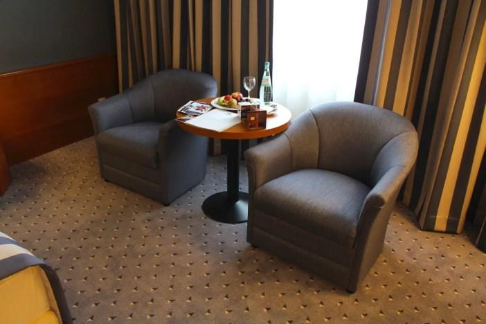 maritim-hotel-ulm-hoteltipp-deutschland-baden-wuerttemberg-zimmer-sitzecke