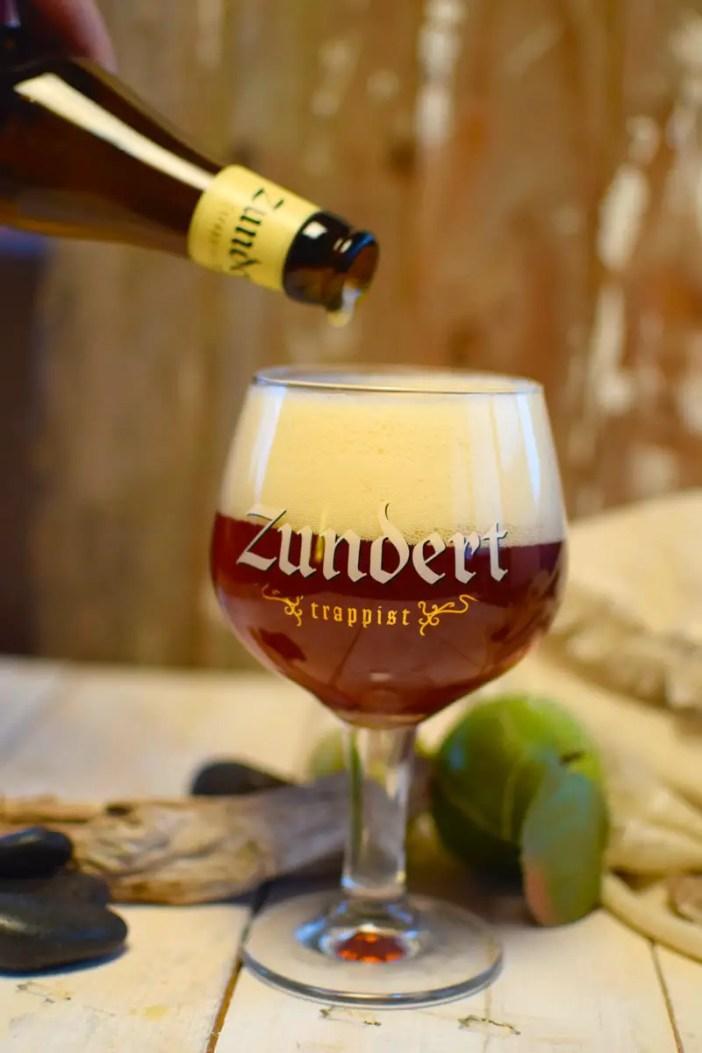 biertipp-zundert-trappist-trappistenbier-nordbrbant-holland-niederlande-einschenken