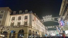 kasseler-maerchenweihnachtsmarkt-reisetipps-hessen-reisetipps-deutschland-strassenbeleuchtung