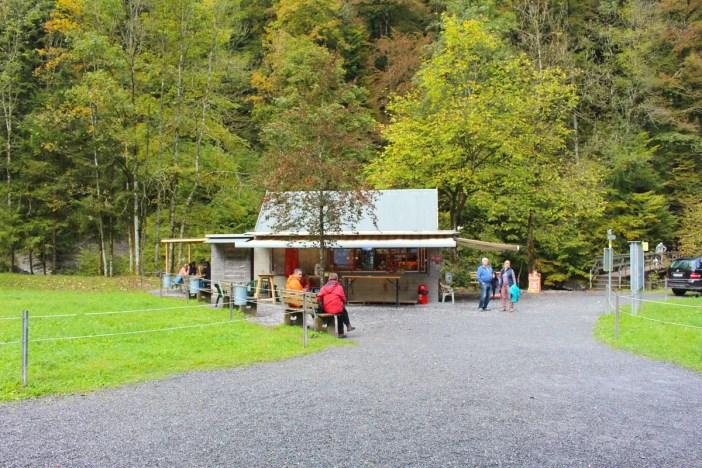 sehenswuerdigkeiten-dornbirn-reisetipps-vorarlberg-reisetipps-oesterreich-rappenlochschlucht-stausee-staufensee-kiosk-imbiss