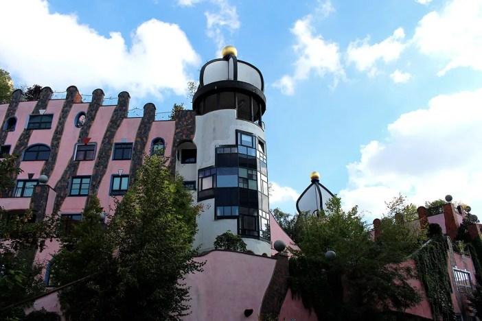 was-muss-man-in-magdeburg-gesehen-haben-hundertwasserhaus-kuppeln