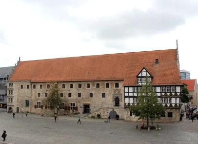 was-muss-man-in-braunschweig-gesehen-haben-altstadtmarkt-gewandhaus-zollhaus