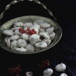 Wegańskie bezy z aquafaby wody z ciecierzycy