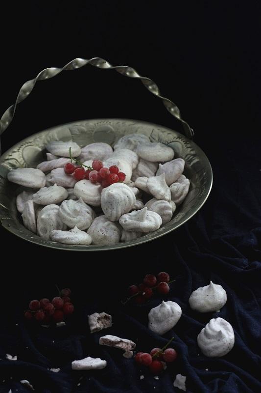 Wegańskie bezy z aquafaby