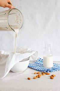 Jak zrobić domowe mleko roślinne