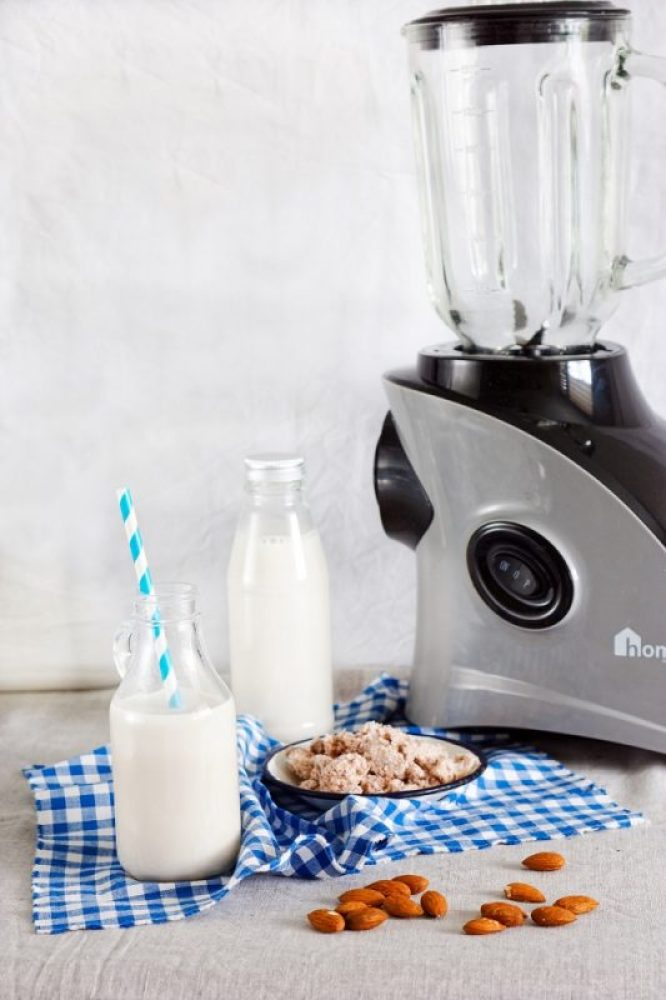 Jak zrobić domowe mleko migdałowe
