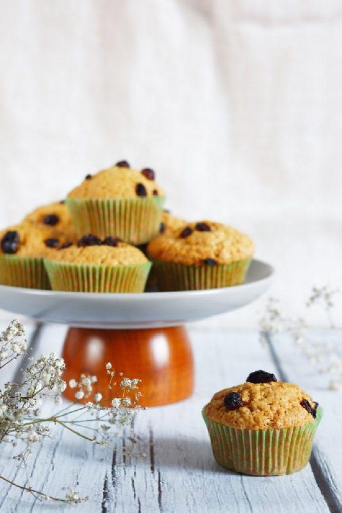 orkiszowe wegańskie muffinki z rodzynkami