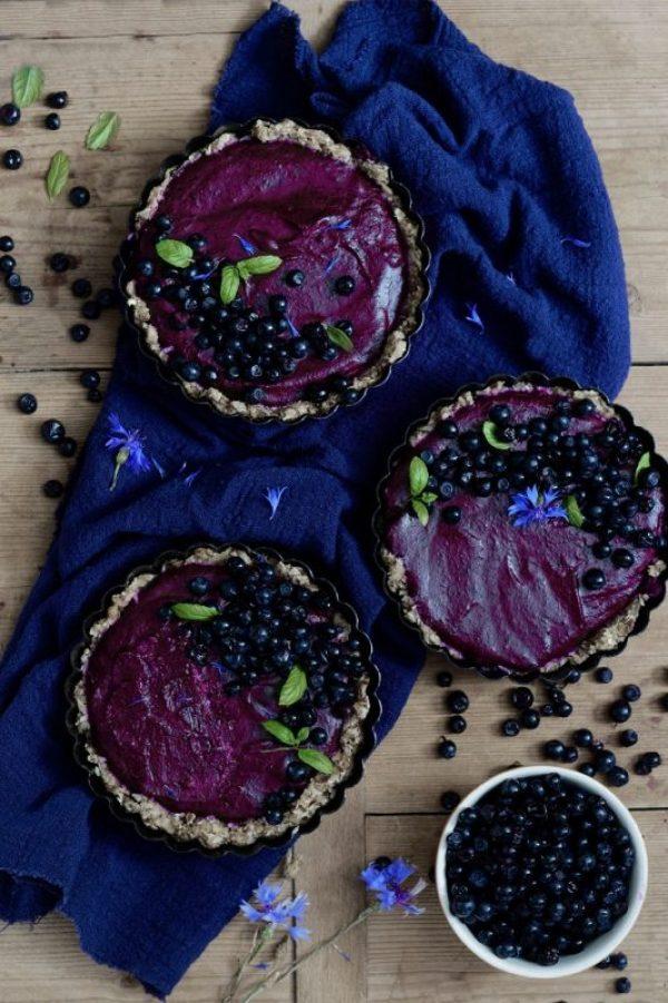 Wegańska bezglutenowa tarta jagodowa tarta bez pieczenia