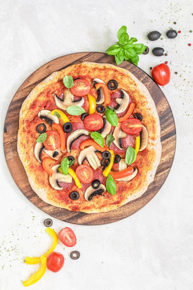pizza bezglutenowa i wegańska przepis
