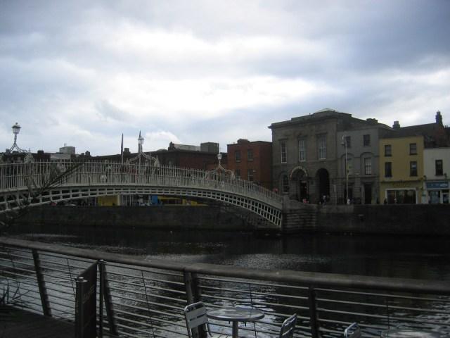 Liffey mit Ha`penny Bridge