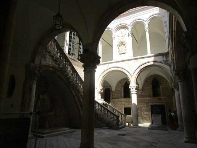 Knezev dvor