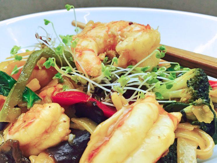 Pyszne danie orientalne z krewetkami