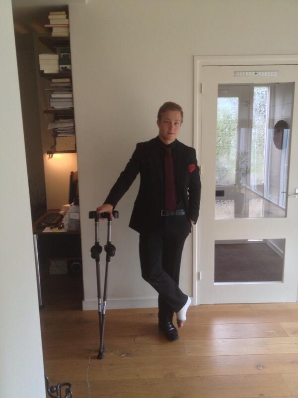 Hij is er klaar voor @jorannnx #gala http://t.co/a…