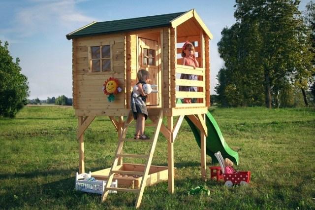 Domek zdrewna dla najmłodszych naplatformie (model Arek 4IQ). Fot.4IQ