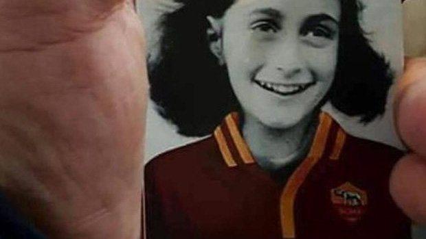 Anne Frank in AS Roma Tshirt