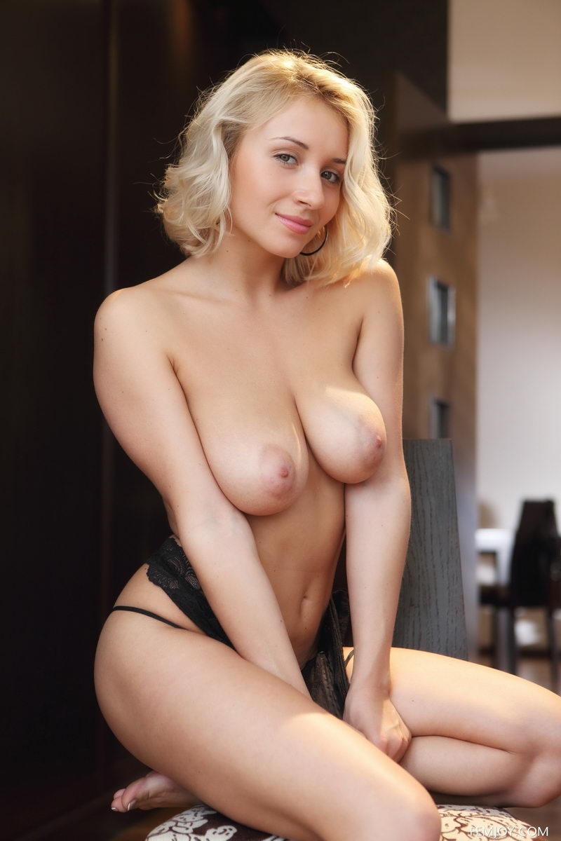 Isabella naked for FemJoy