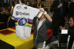 Ook Svens zoon Thibau was erg tevreden met de nieuwe trui