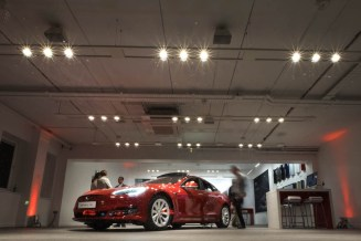 tesla-showroom-dublin-night-inside