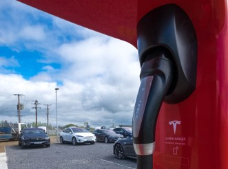 tesla-supercharger-handle