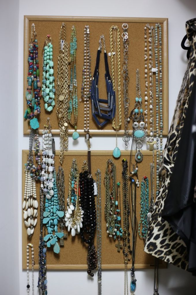 Hanging necklaces using simple small bulletin board and push pins
